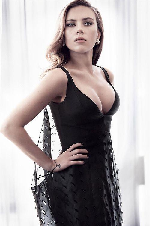 Scarlett Johansson Top 10 Sensual Photos (10)