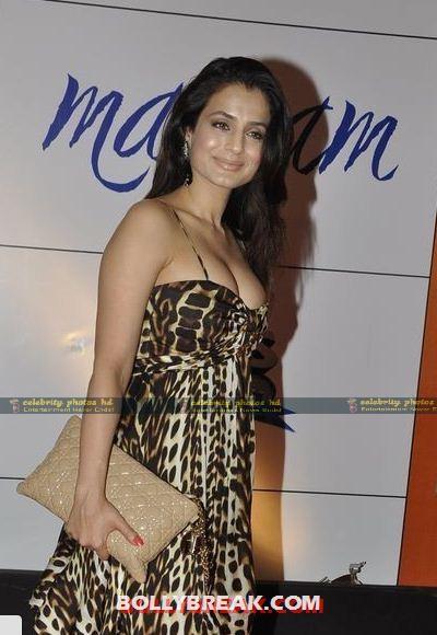 Amisha-Patel-Hot-Pghfoto