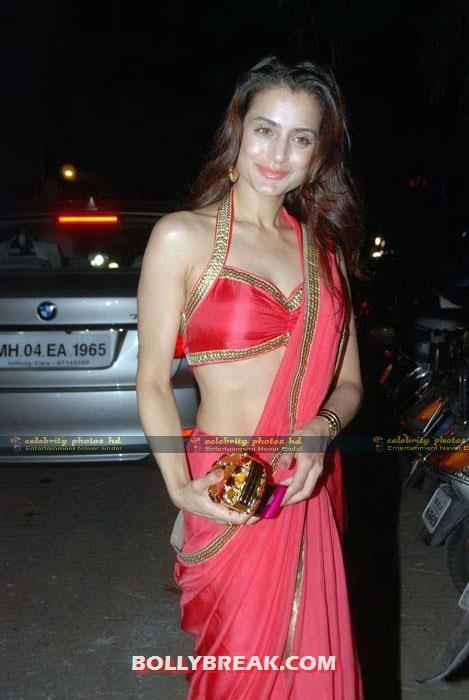 Amisha-Patel-Hot-Phoggfto