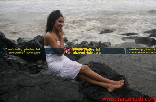 Anjali-Pandey-wet-and-sexy-in-white-4