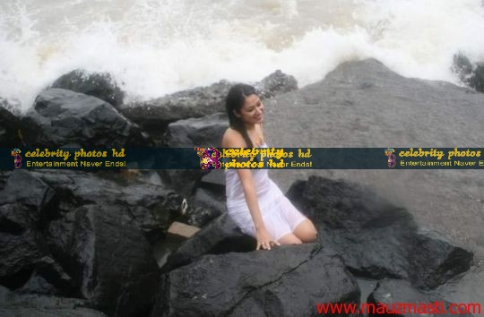 Anjali-Pandey-wet-and-sexy-in-white-8