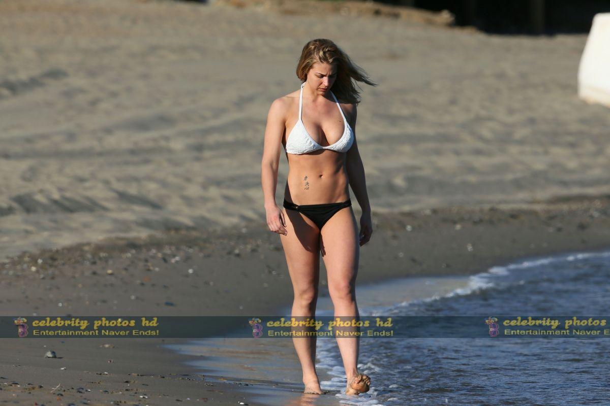 gemma-atkinson-wearing-a-bikini-in-marbella_3