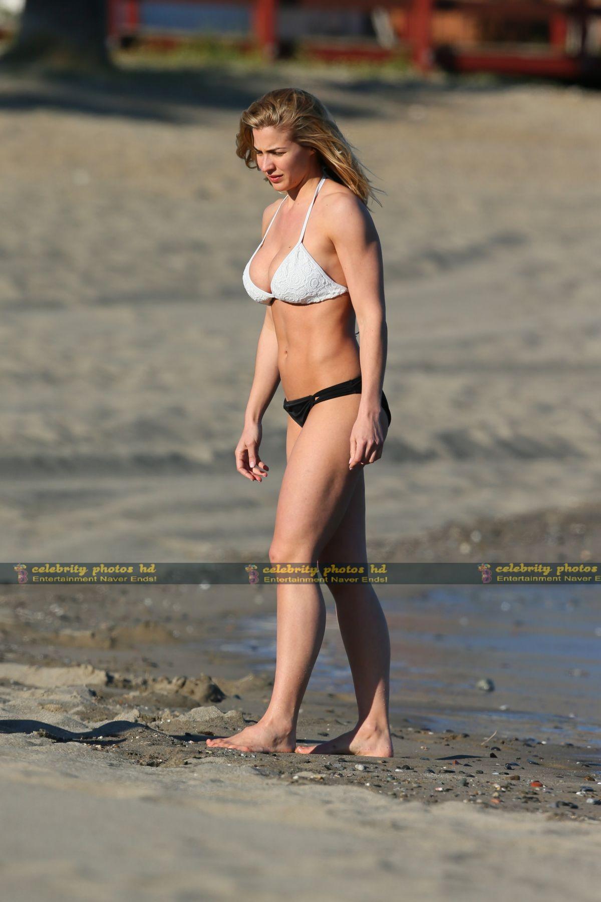 gemma-atkinson-wearing-a-bikini-in-marbella_4