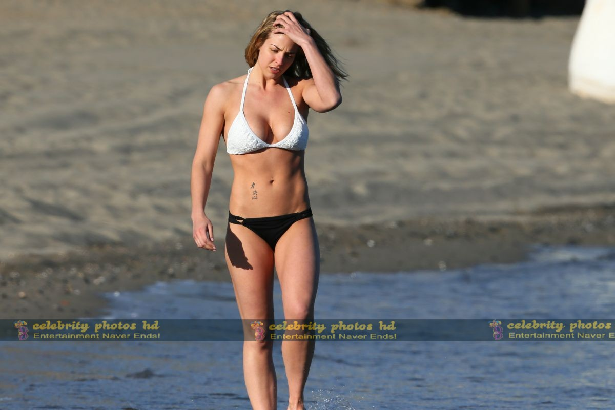 gemma-atkinson-wearing-a-bikini-in-marbella_5