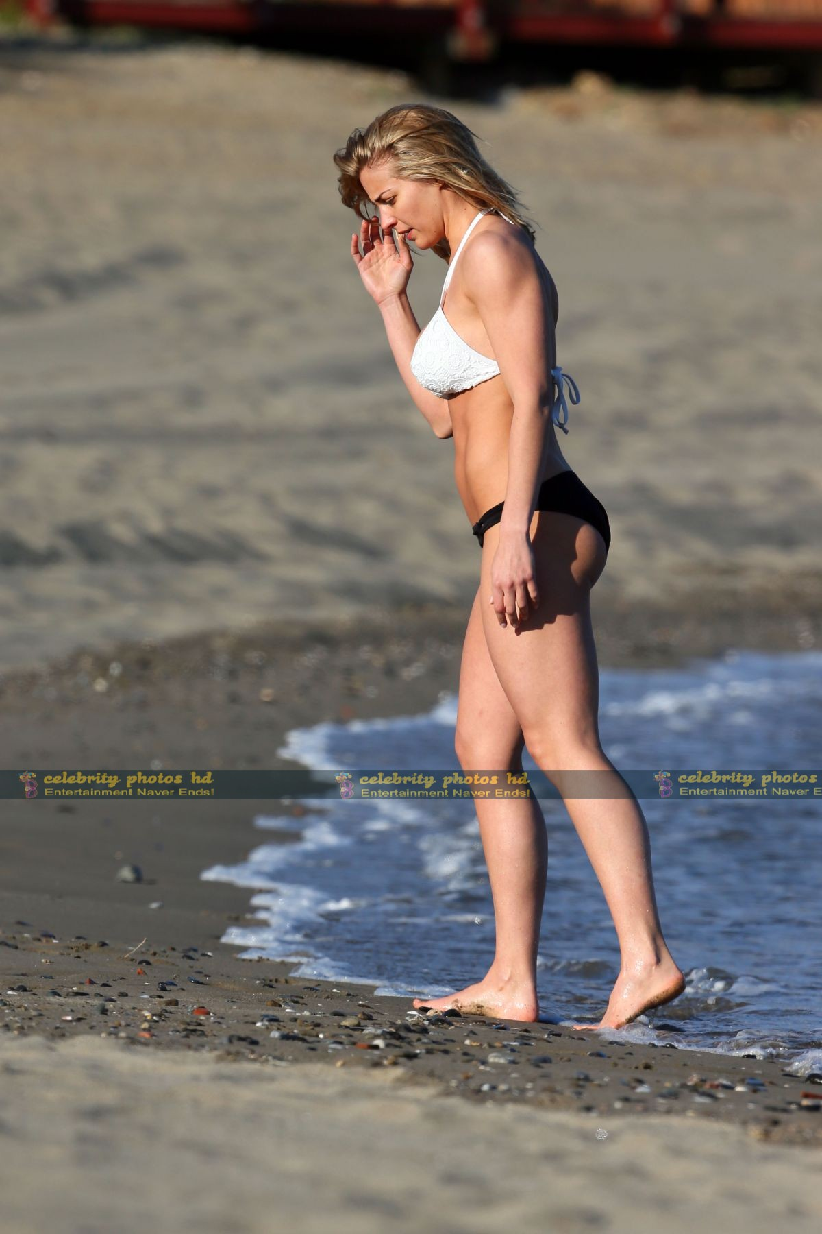 gemma-atkinson-wearing-a-bikini-in-marbella_6