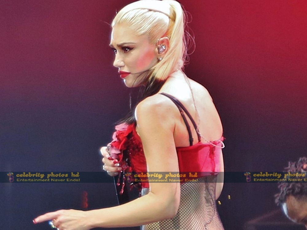 gwen-stefani-performing-in-vancouver_10