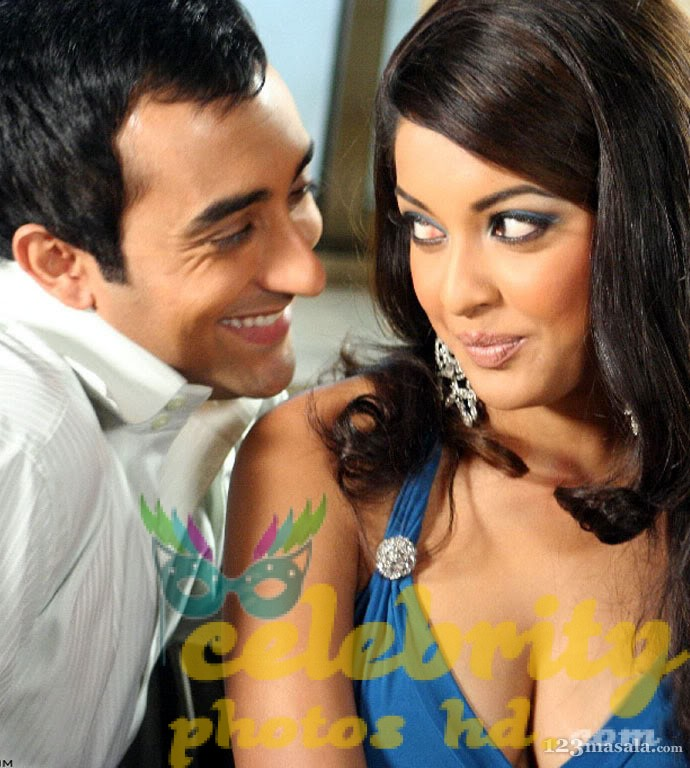 tanushree-dutta-hot-n-spicy-bikini-images-photos-18