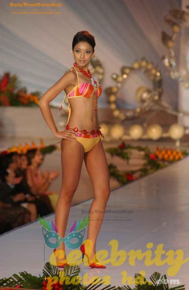 tanushree-dutta-hot-n-spicy-bikini-images-photos-27
