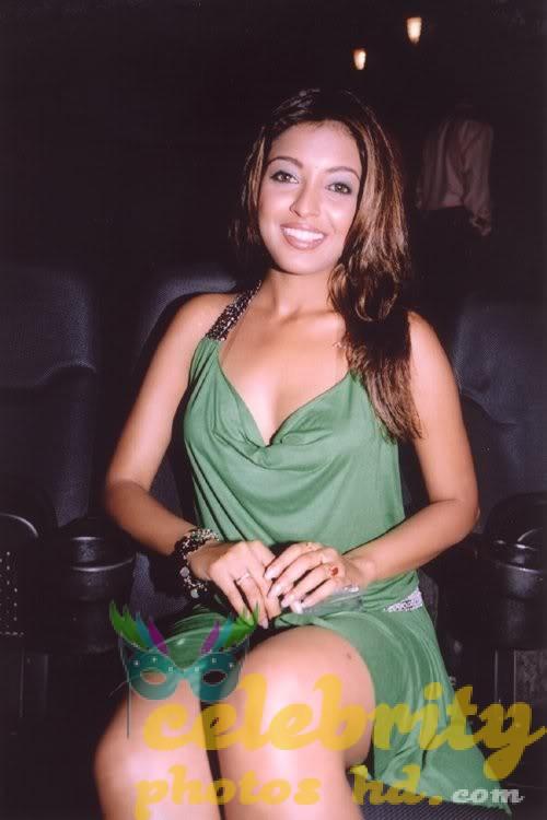 tanushree-dutta-hot-n-spicy-bikini-images-photos-29