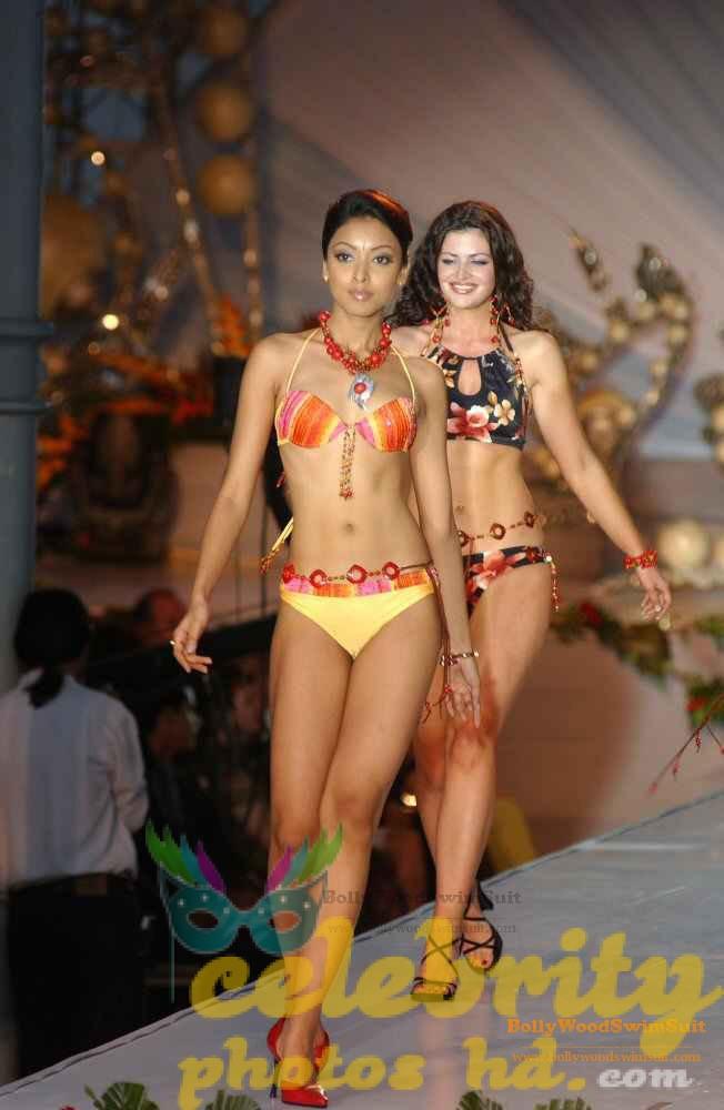 tanushree-dutta-hot-n-spicy-bikini-images-photos-4