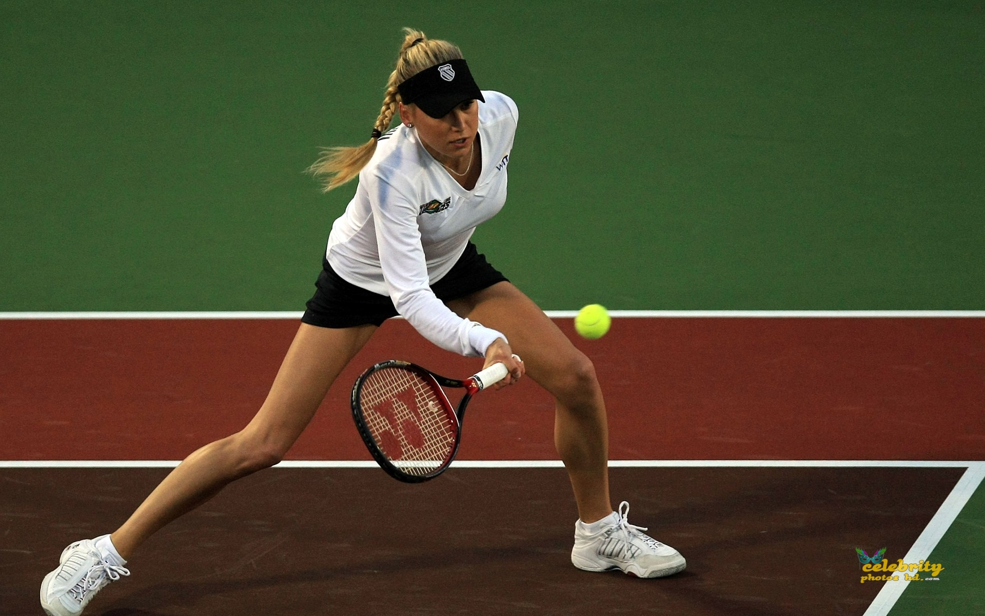 anna-kournikova-on-court