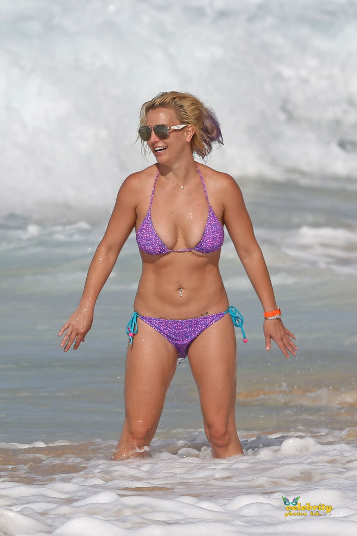 britney-spears-in-bikini-at-a-beach-in-hawaii-07-23-2015_1