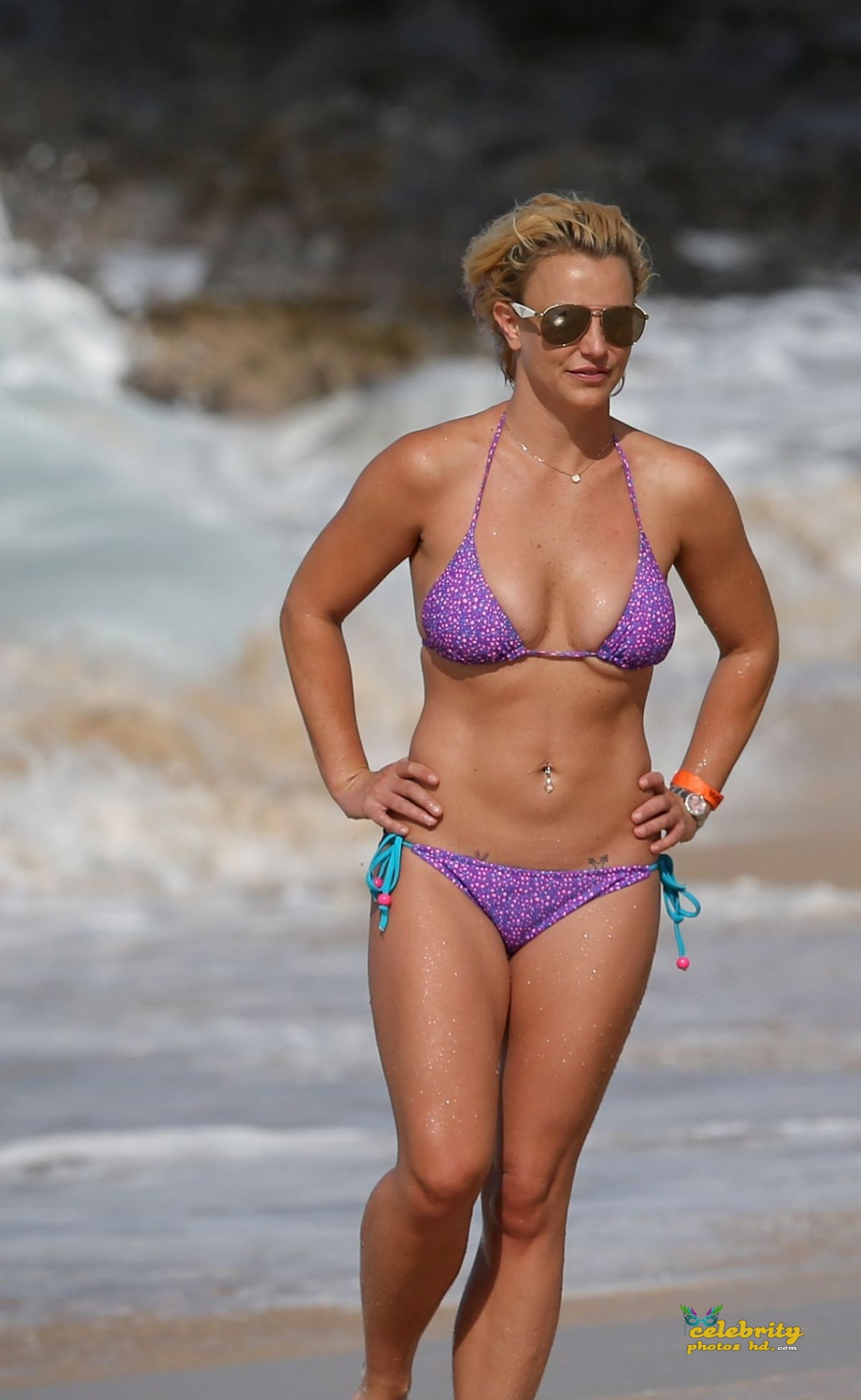 britney-spears-in-bikini-at-a-beach-in-hawaii-07-23-2015_15