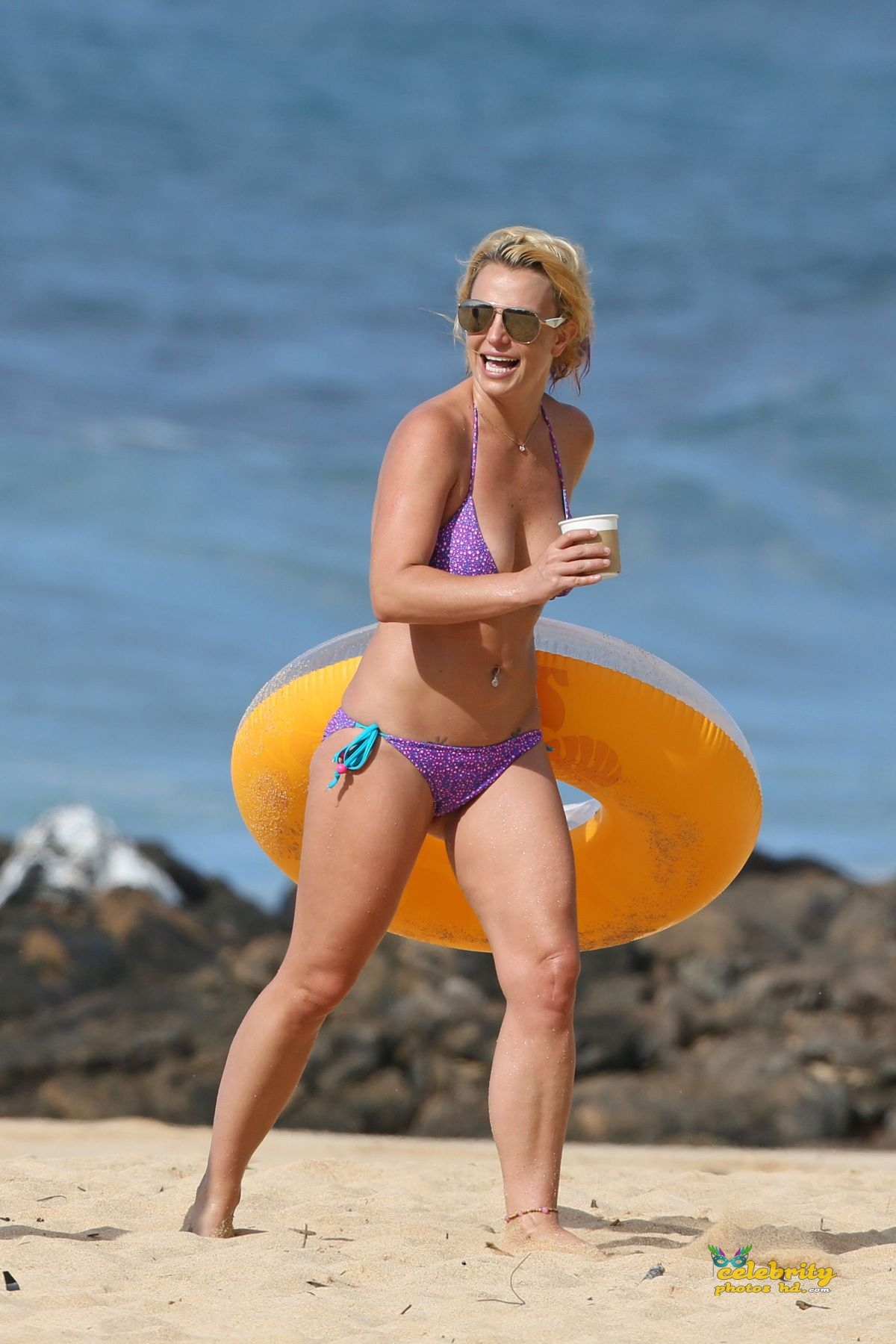britney-spears-in-bikini-at-a-beach-in-hawaii-07-23-2015_17