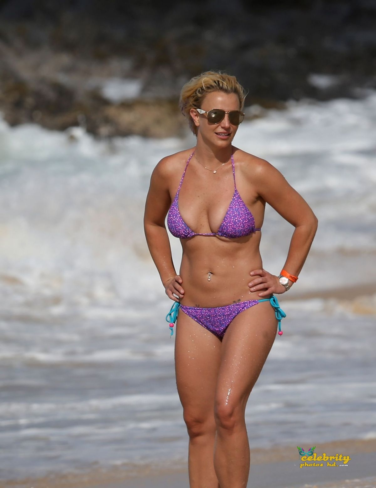britney-spears-in-bikini-at-a-beach-in-hawaii-07-23-2015_18