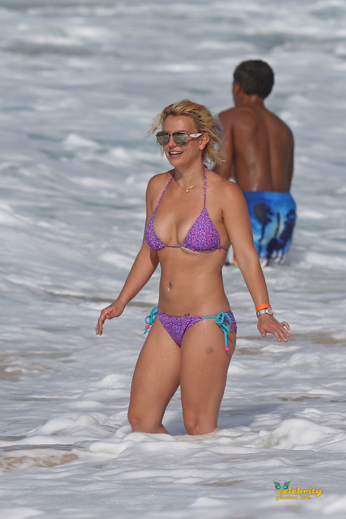 britney-spears-in-bikini-at-a-beach-in-hawaii-07-23-2015_2
