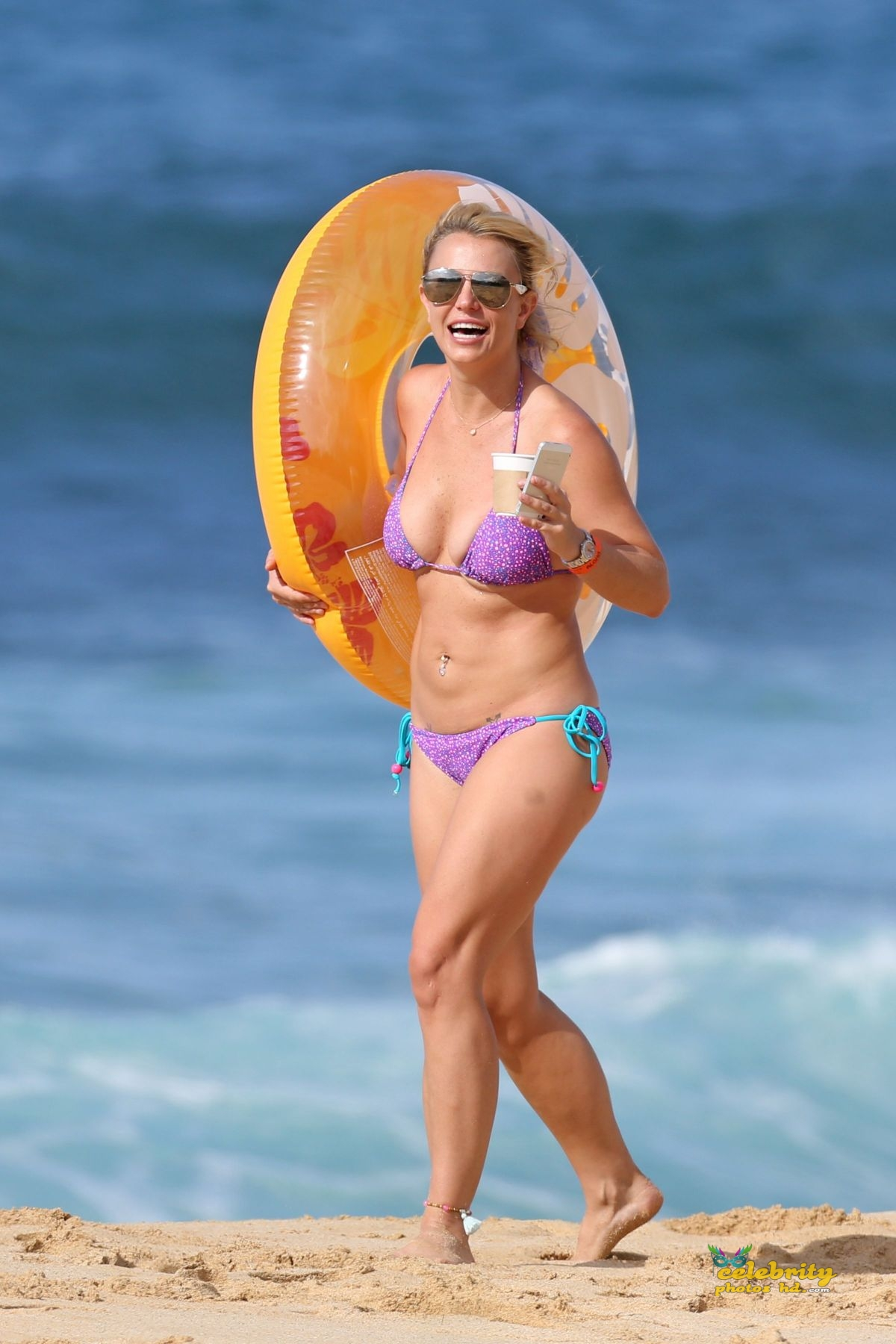britney-spears-in-bikini-at-a-beach-in-hawaii-07-23-2015_4