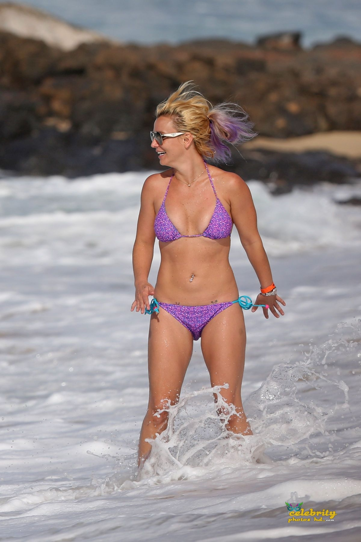 britney-spears-in-bikini-at-a-beach-in-hawaii-07-23-2015_9