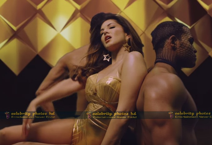 sunny-leone-in-hug-me-song-from-beiimaan-love_146615739830