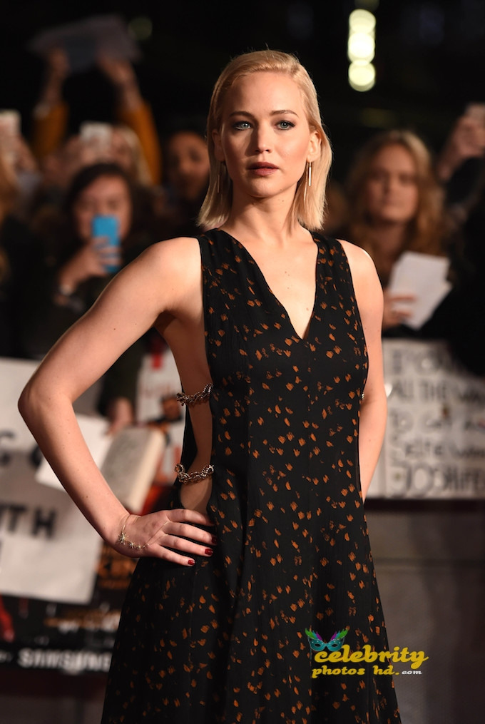 "Photo by: KGC-03/starmaxinc.com STAR MAX ©2015 ALL RIGHTS RESERVED Telephone/Fax: (212) 995-1196 11/5/15 Jennifer Lawrence at the premiere of ""The Hunger Games"" Mockingjay - Part 2"". (London, England)"