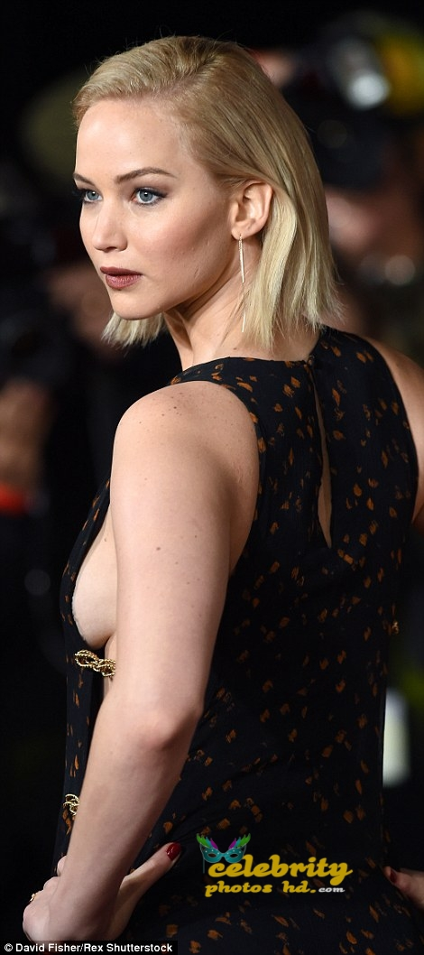 Jennifer Lawrence Wears Sideboob-Baring