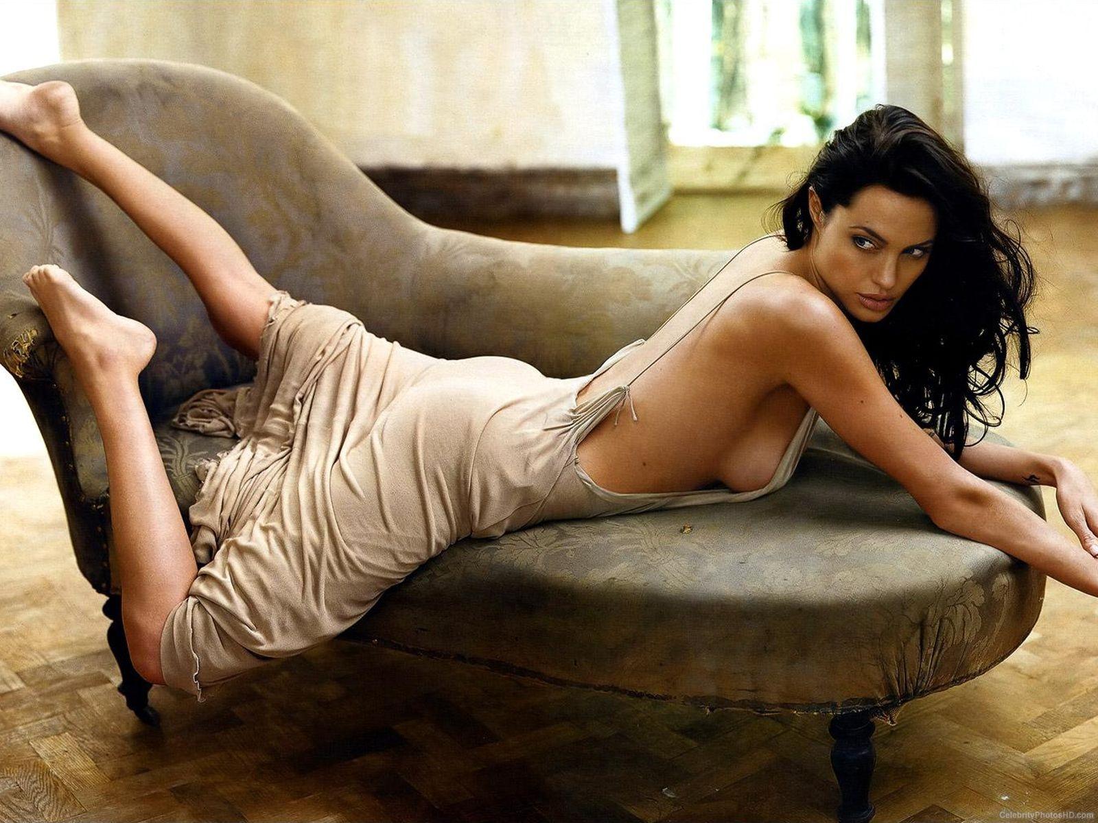 angelina-jolie-unseen-hot-photos-1