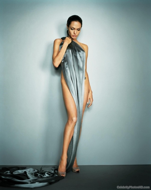 angelina-jolie-unseen-hot-photos-1