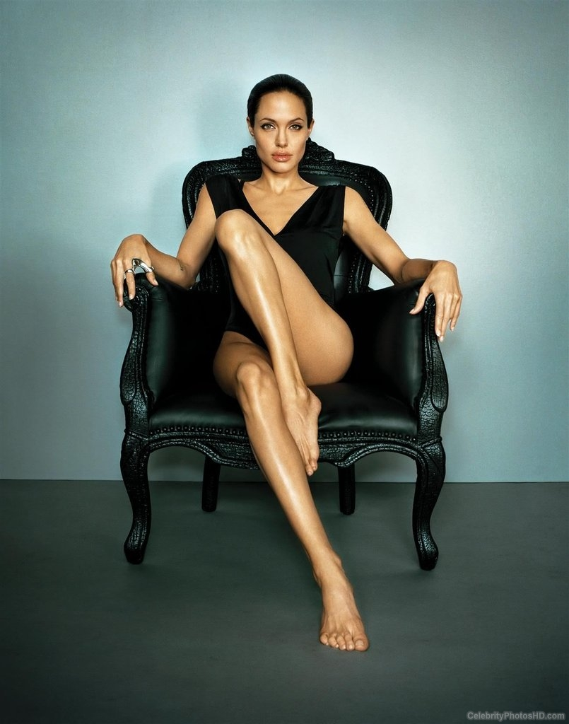 angelina-jolie-unseen-hot-photos-2
