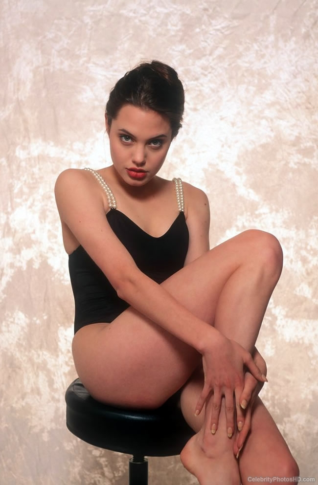 angelina-jolie-unseen-hot-photos-4
