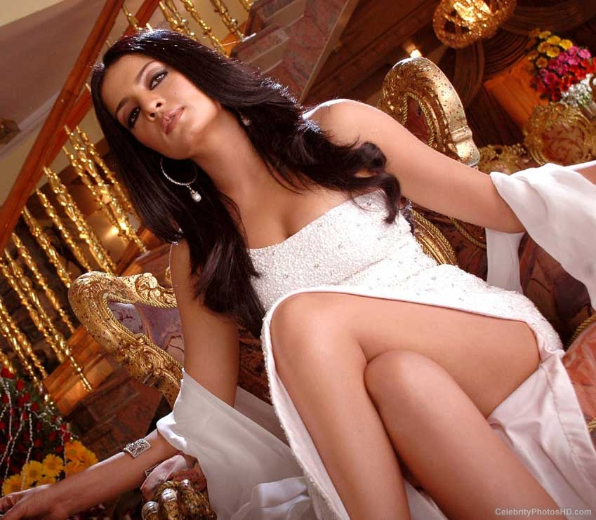 celina-jaitley-top-10-unseen-hot-photos-2