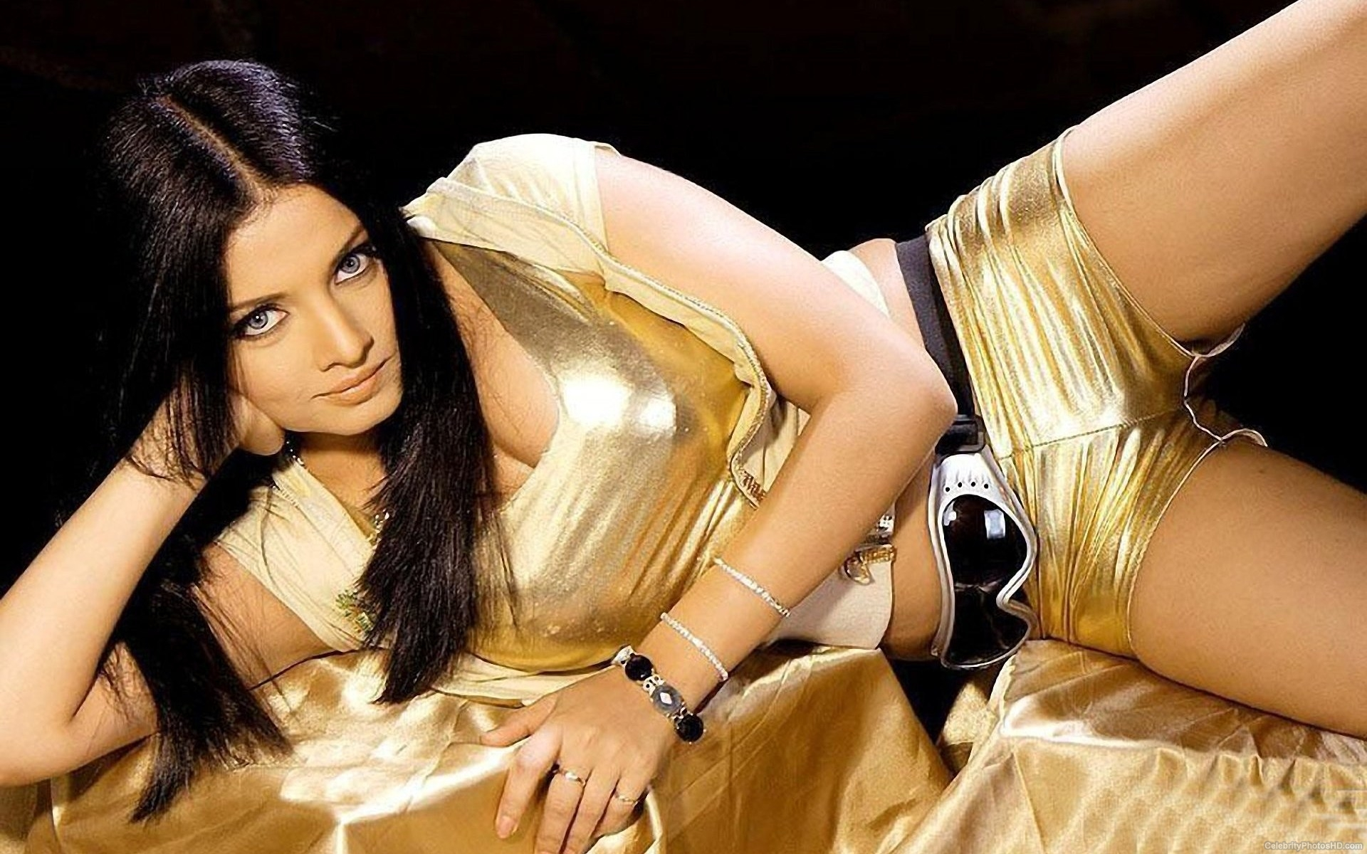celina-jaitley-top-10-unseen-hot-photos-5