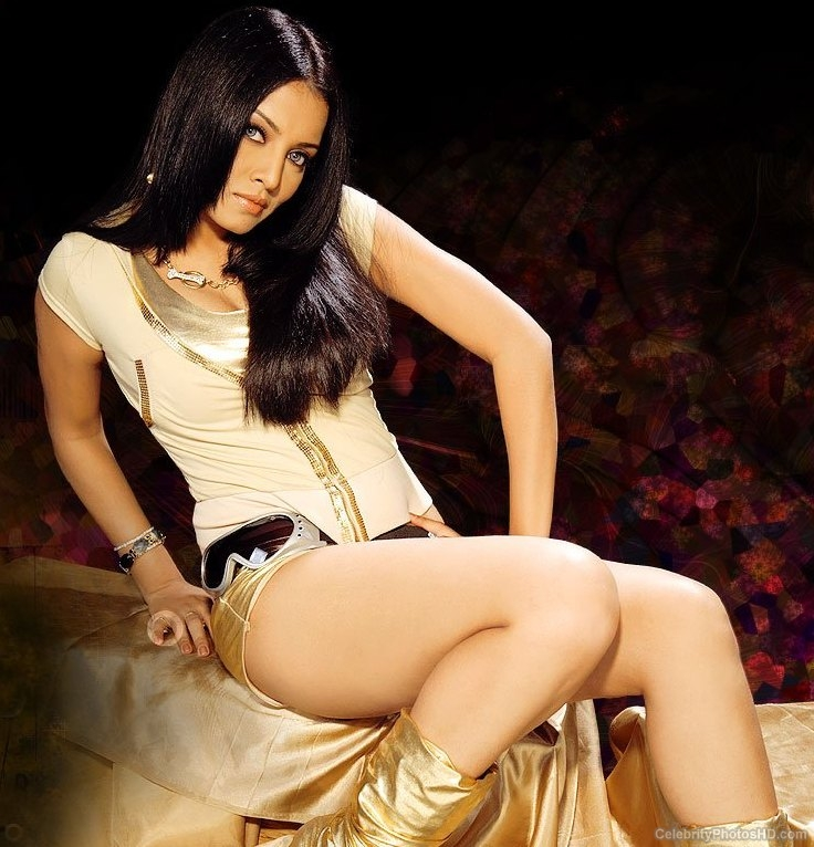 celina-jaitley-top-10-unseen-hot-photos-7