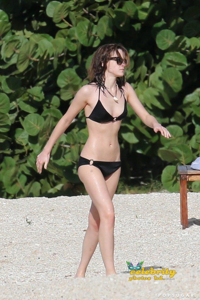 emma-watson-unseen-hot-bikini-photos-10