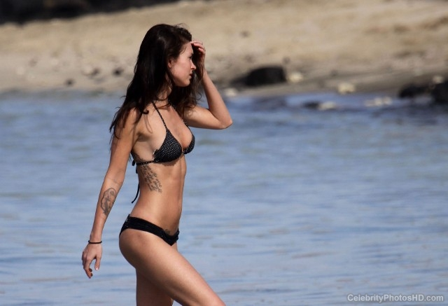 megan-fox-bikini-photos-in-hawaii-18