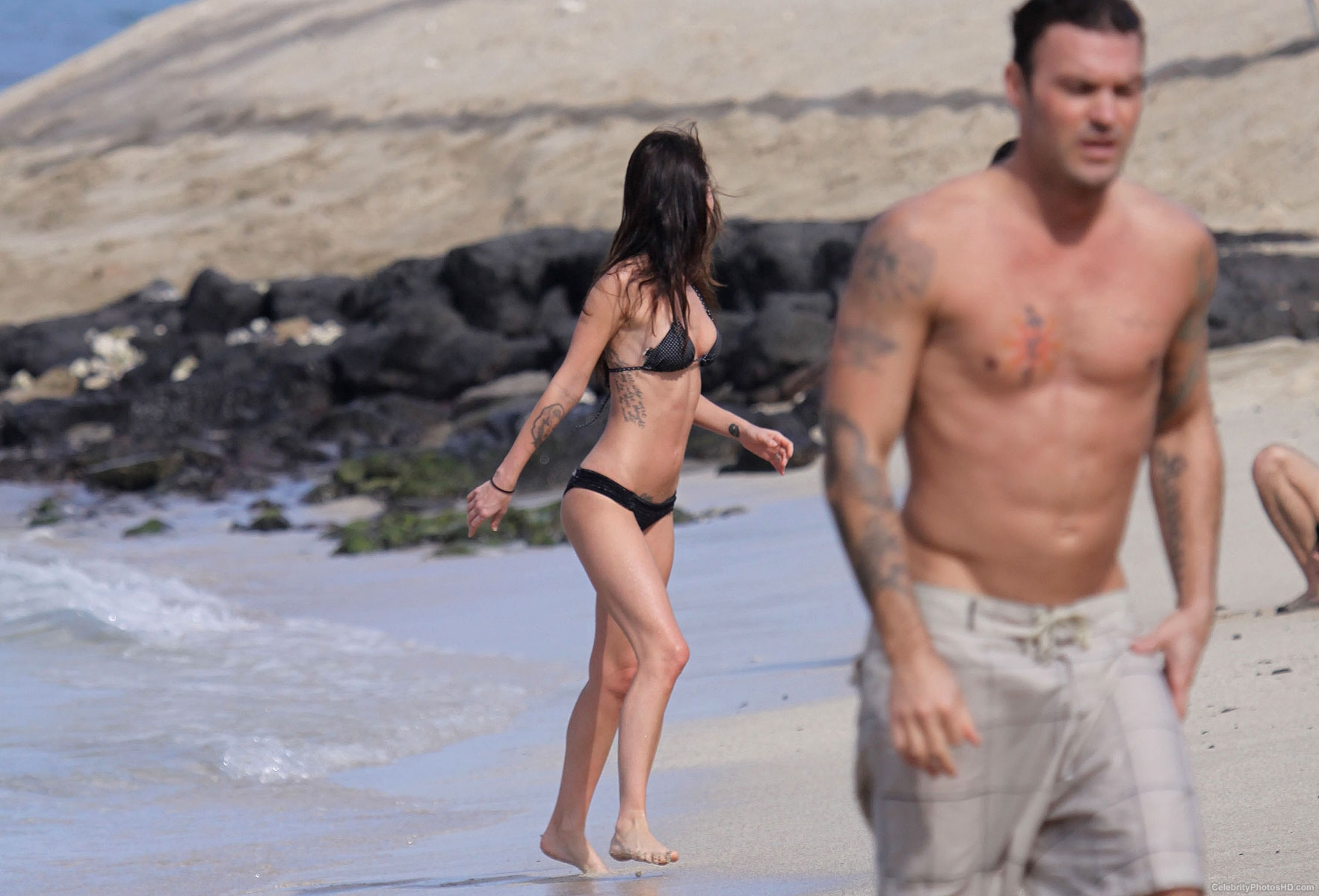 megan-fox-bikini-photos-in-hawaii-21