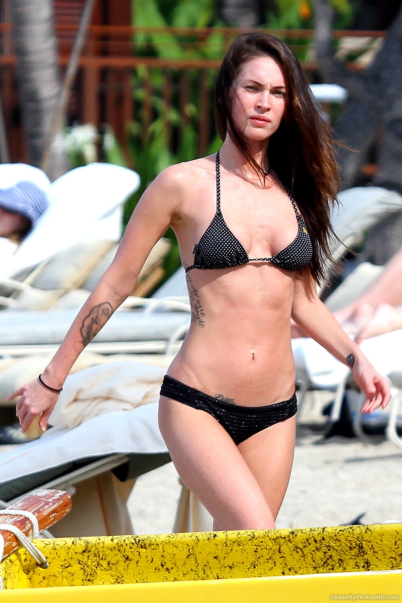 megan-fox-bikini-photos-in-hawaii-6