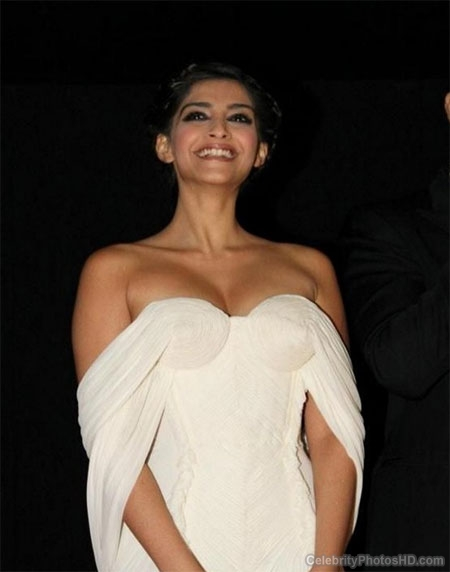 sonam-kapoor-unseen-hot-photos-by-celebrityphotoshd-com-5