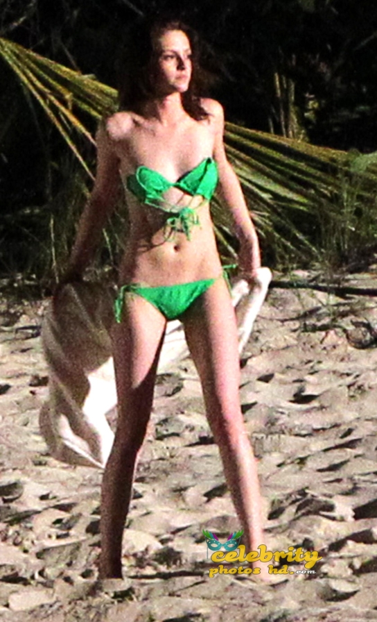 twilight-actress-kristen-stewart-unseen-hot-bikini-photos-6