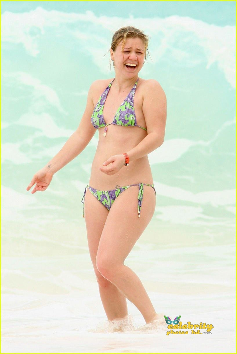kelly-clarkson-bikini01