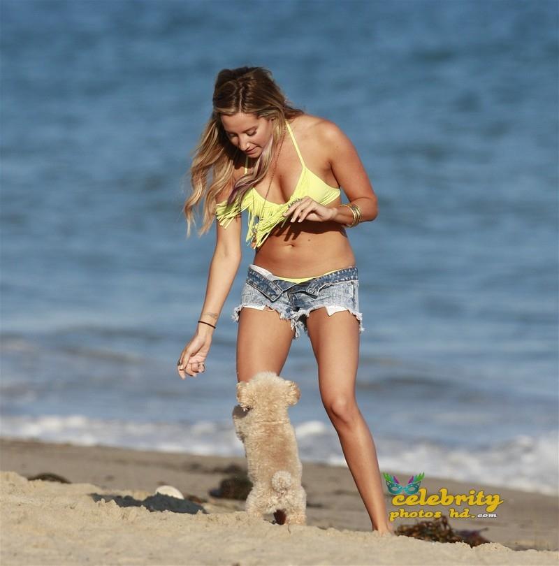 kelly_clarkson_bikini_2012
