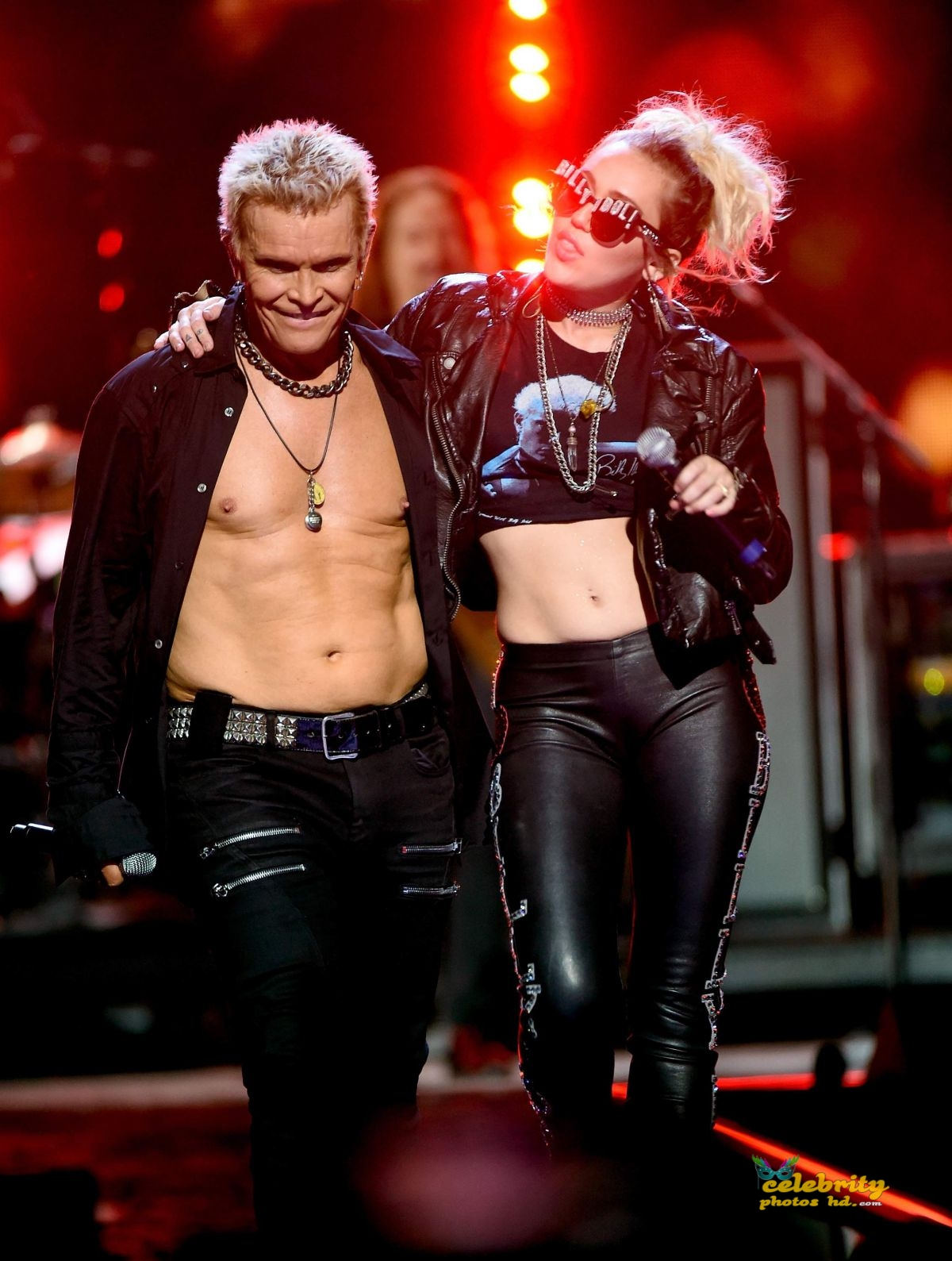 miley-cyrus-joins-billy-idol-onstage-during-the-iheartradio-festival-_6