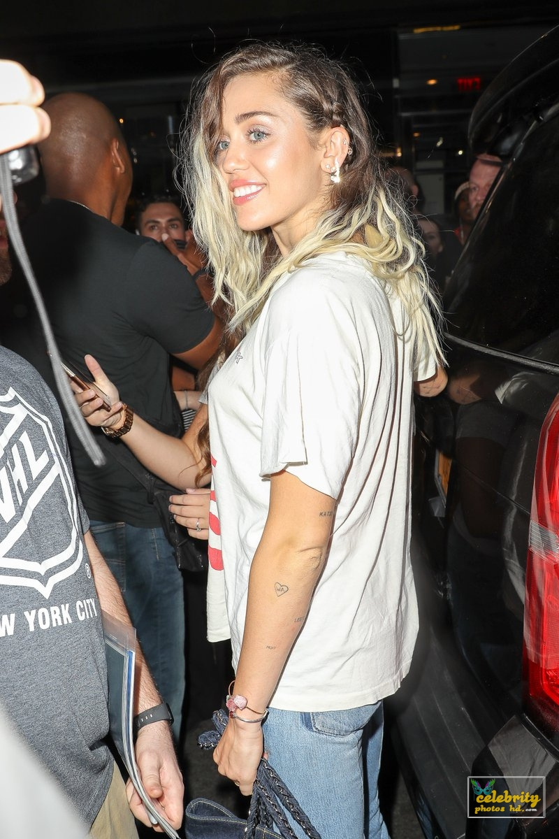 Miley Cyrus arriving at her hotel after promoting Malibu (3)