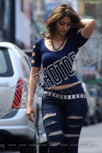 Ileana Latest Spicy Stills Exposing (4)