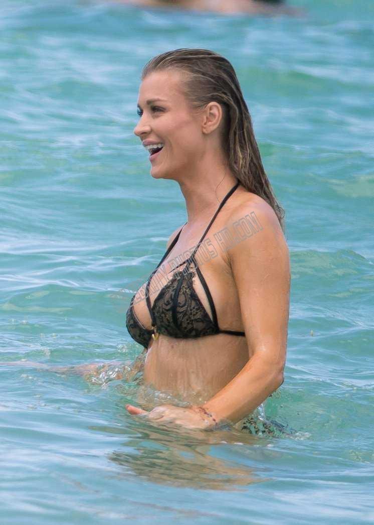 Joanna Krupa Photos (4)
