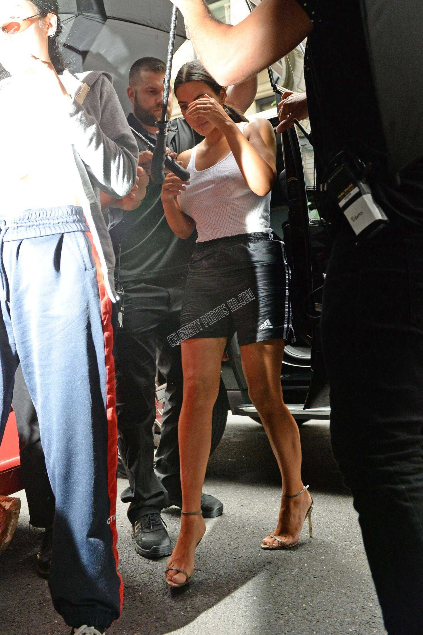 Kim Kardashian Pokies Arriving at Photoshoot (2)