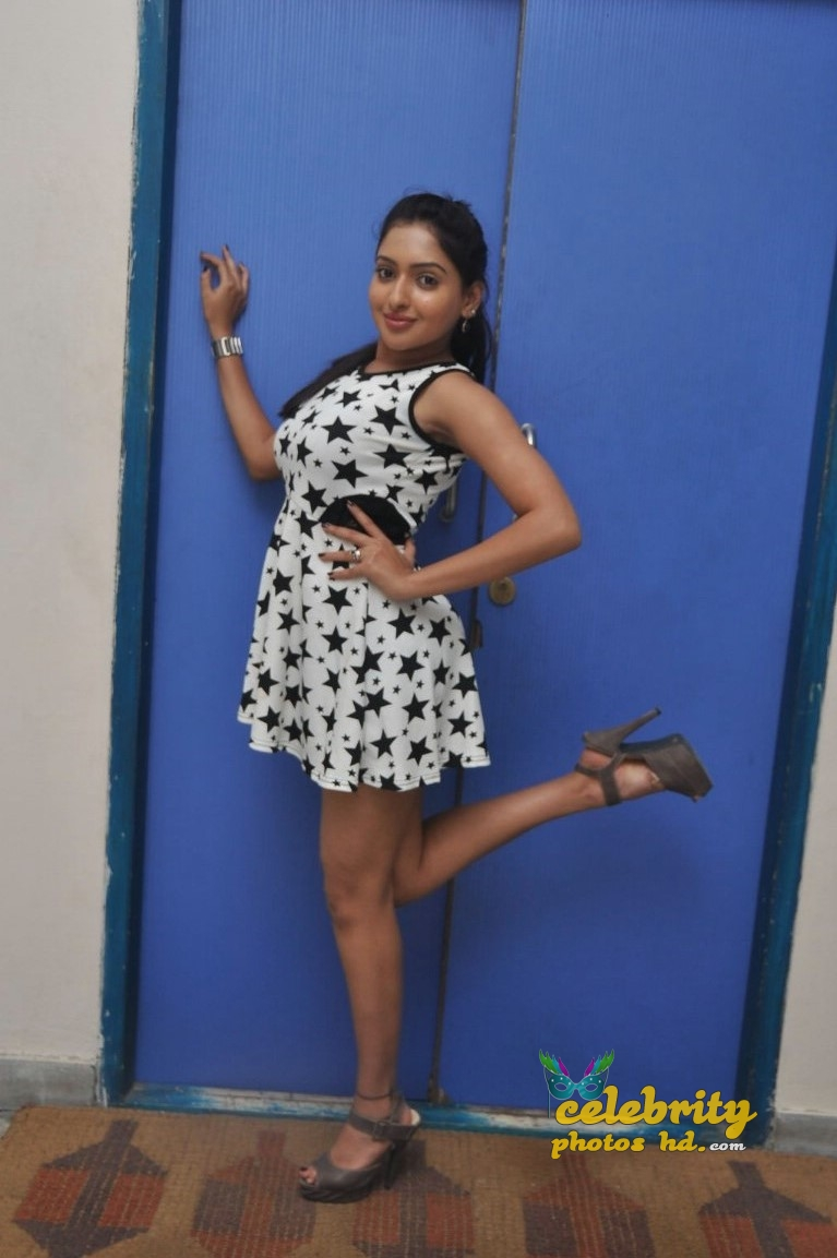 Actress Anjana Deshpande Hot Sexy photos (3)