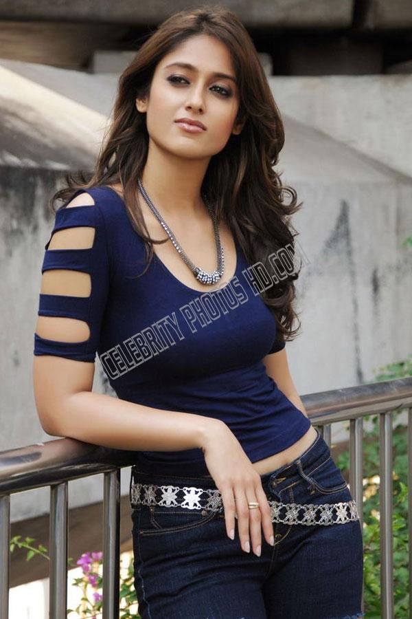 Telugu Actress Ileana Latest Spicy Stills Exposing