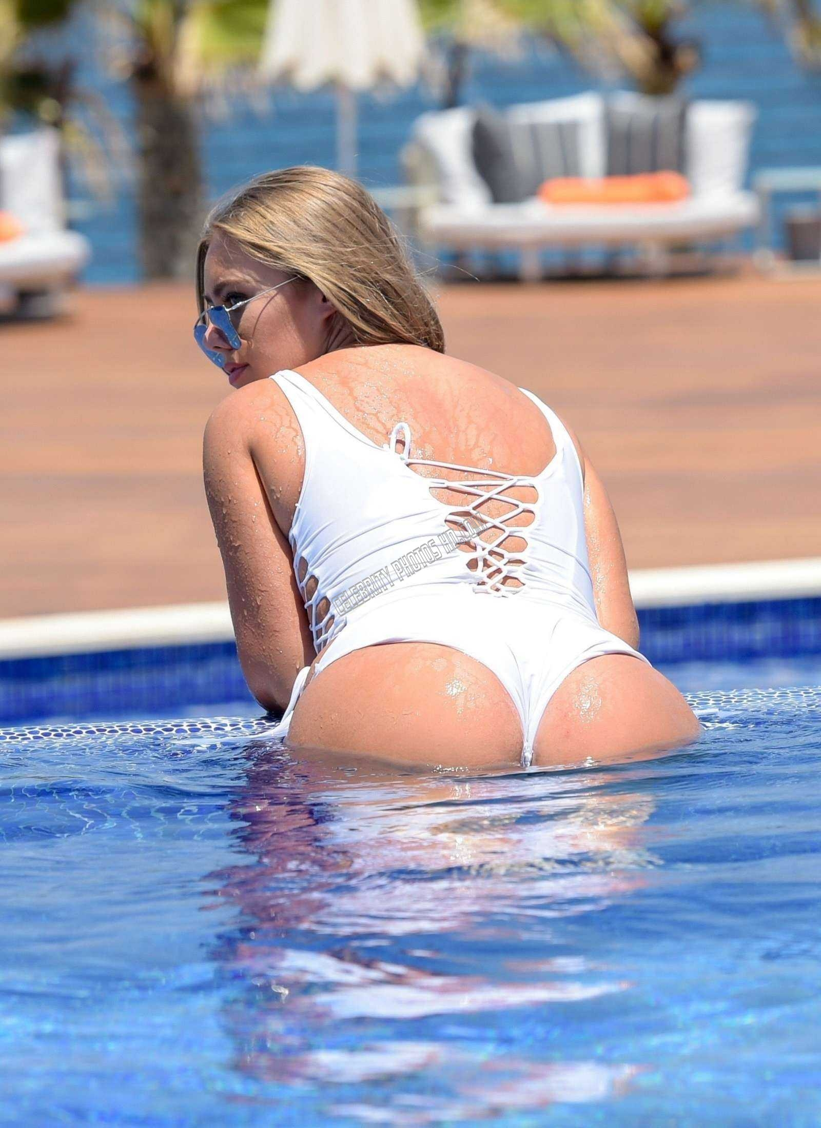 Tyne Lexy Clarson hot photos in Swimsuit (2)