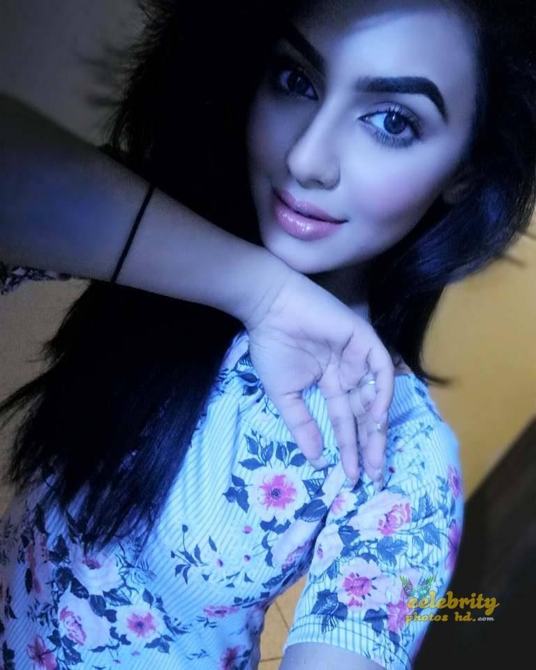 Actress Nusrat Faria (22)