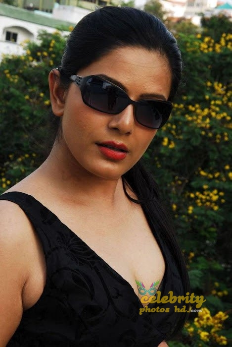 Celebraty Actress Reva Dn Hot Photos (2)